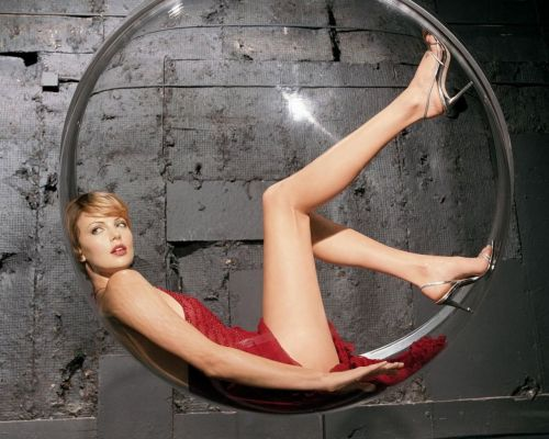charlize_theron_long_legs_1280x1024