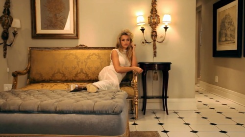 Melinda Bam in bed